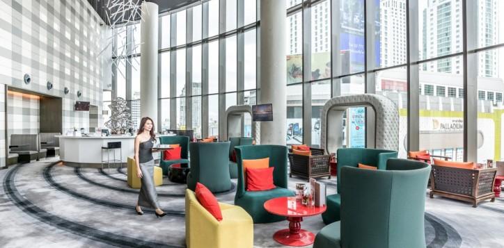 outlets_platinum-lounge_1920x1080-2-3