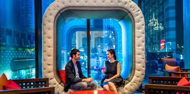 outlets_platinum-lounge_couple_1920x1080-2-2