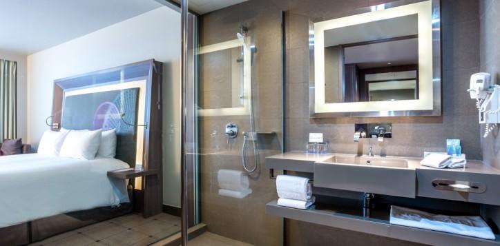 rooms-deluxe-bathroom_1920x1080-2-2