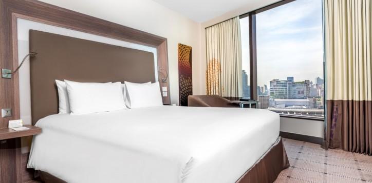 rooms-exec-suite-bedroom_1920x1080-2-2