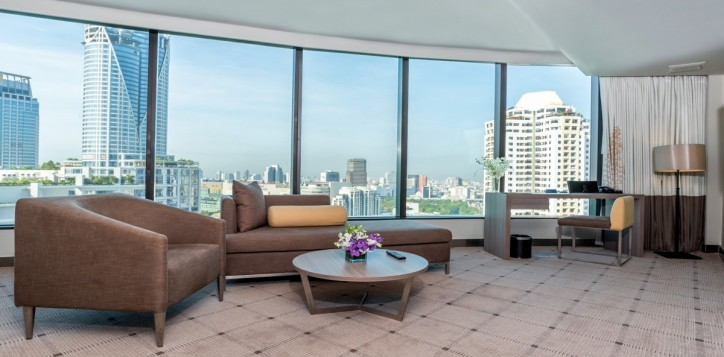 rooms-executive-suite-living-room-2_1920x1080-2-2