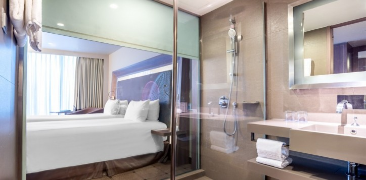 rooms-superior-twin-bathroom_1920x1080-2-3