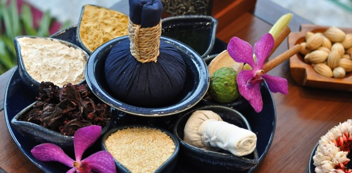 spa-thai-herbal-compress-massage-2-2