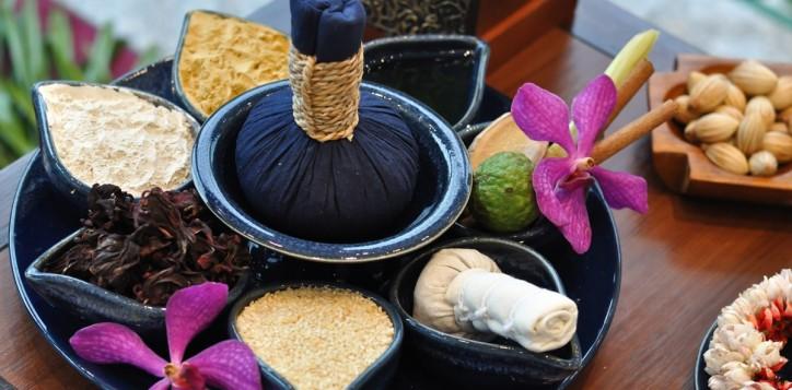 spa-thai-herbal-compress-massage-2-2