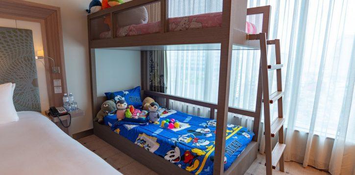 family-room-s2e-h7272_3-2
